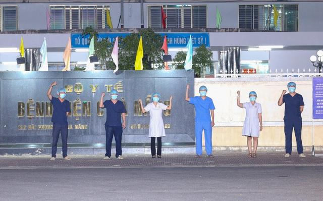 Y bác sĩ Bệnh viện C Đà Nẵng vui mừng khi dỡ bỏ lệnh phong tỏa, mở cửa đón bệnh nhân - Ảnh 3.