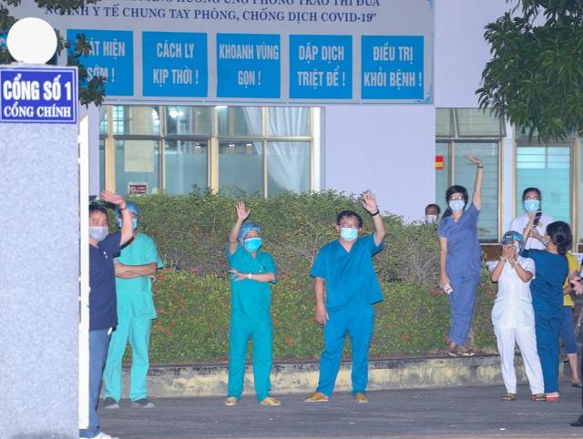 Y bác sĩ Bệnh viện C Đà Nẵng vui mừng khi dỡ bỏ lệnh phong tỏa, mở cửa đón bệnh nhân - Ảnh 2.