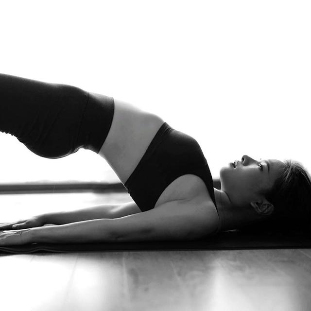 Tròn mắt trước loạt ảnh Yoga của Chi Pu, Thiều Bảo Trâm và các sao Việt - Ảnh 13.