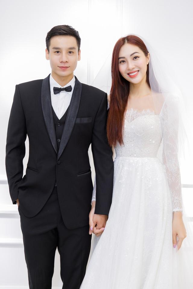 Dàn người đẹp diện váy cưới trong đêm nhạc Đà Nẵng - Quảng Nam triệu con tim hướng về - Ảnh 11.