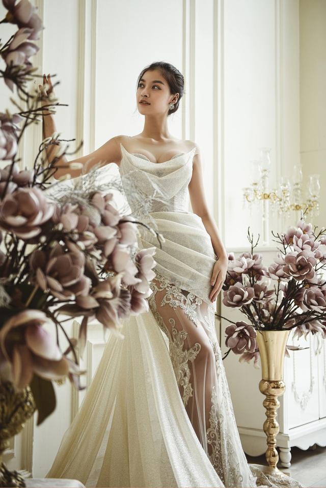 Dàn người đẹp diện váy cưới trong đêm nhạc Đà Nẵng - Quảng Nam triệu con tim hướng về - Ảnh 3.