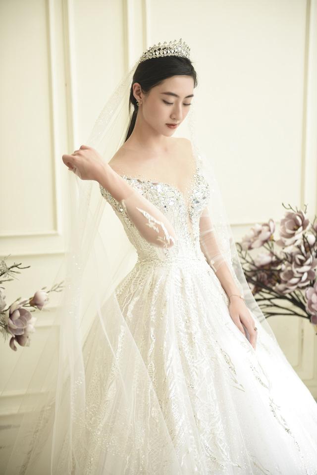 Dàn người đẹp diện váy cưới trong đêm nhạc Đà Nẵng - Quảng Nam triệu con tim hướng về - Ảnh 7.