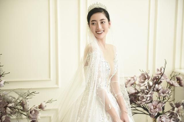 Dàn người đẹp diện váy cưới trong đêm nhạc Đà Nẵng - Quảng Nam triệu con tim hướng về - Ảnh 1.