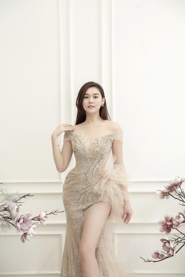 Dàn người đẹp diện váy cưới trong đêm nhạc Đà Nẵng - Quảng Nam triệu con tim hướng về - Ảnh 9.