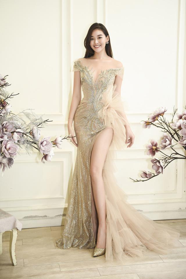 Dàn người đẹp diện váy cưới trong đêm nhạc Đà Nẵng - Quảng Nam triệu con tim hướng về - Ảnh 5.