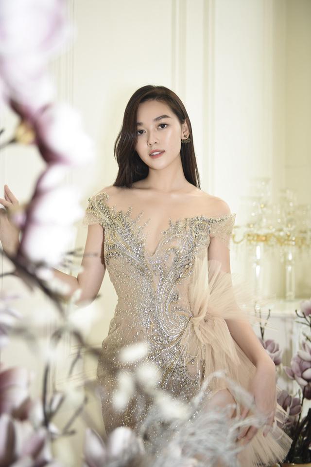 Dàn người đẹp diện váy cưới trong đêm nhạc Đà Nẵng - Quảng Nam triệu con tim hướng về - Ảnh 2.