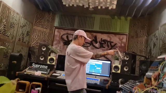 Hậu BIGCITYBOI, Binz lại nhá hàng ca khúc mới - Ảnh 1.