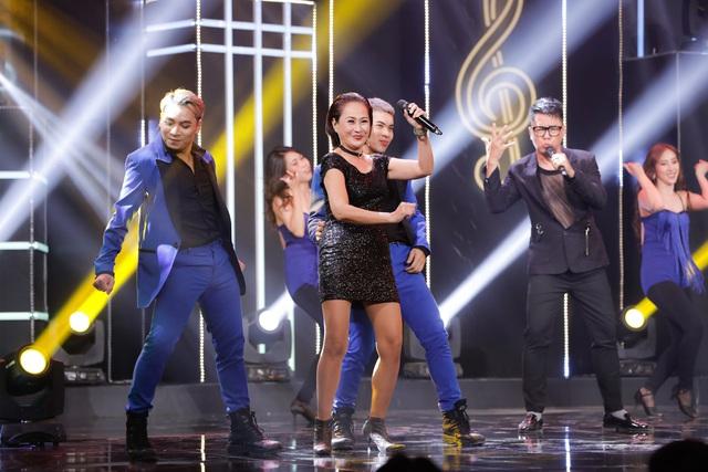 Chạm ngưỡng tuổi 60, nữ ca sĩ gây bất ngờ với bước nhảy điêu luyện - Ảnh 1.