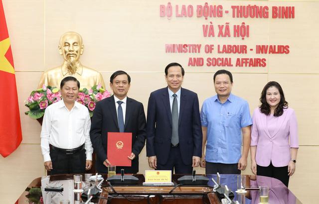 Công bố quyết định bổ nhiệm Thứ trưởng Bộ Lao động - Thương binh và Xã hội - Ảnh 1.