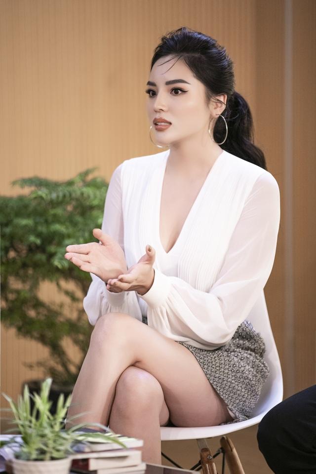 Hoa hậu Kỳ Duyên, siêu mẫu Hà Anh nói gì về tiểu tam? - Ảnh 1.