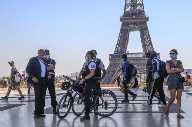 Pháp hạn chế tụ tập nơi công cộng tại nhiều thành phố - Ảnh 1.