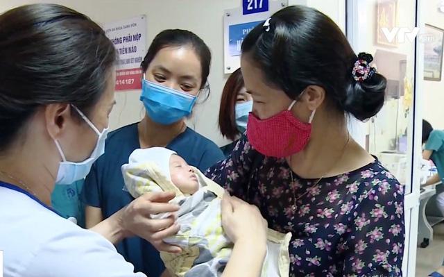 Sự hồi sinh kỳ diệu của bé gái 31 tuần tuổi bị bỏ rơi - Ảnh 2.