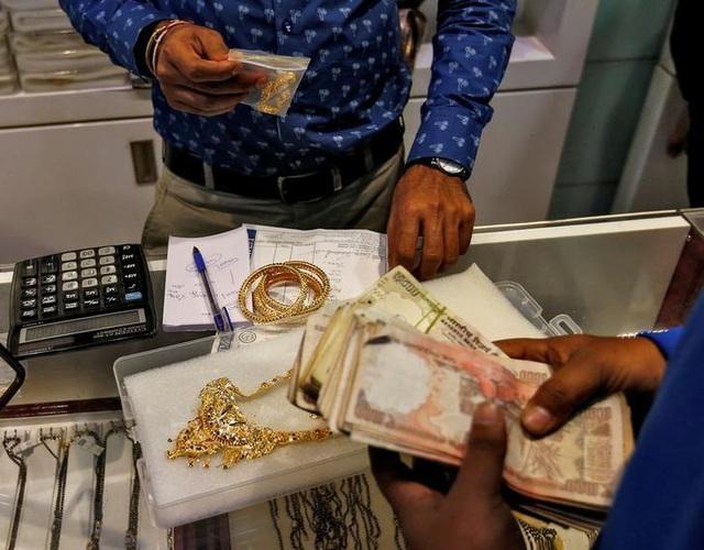Giá vàng châu Á giảm do đồng USD tăng giá - ảnh 1