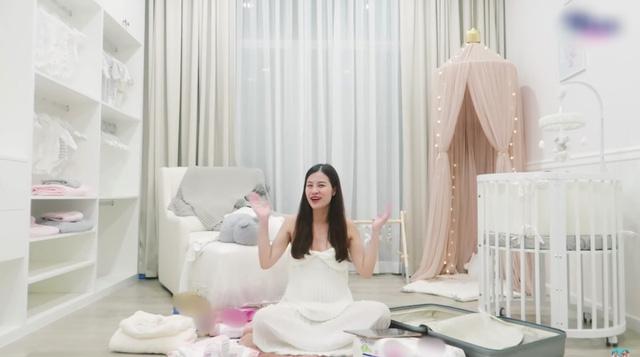 Đông Nhi bật mí phòng của tiểu công chúa sắp chào đời - Ảnh 1.