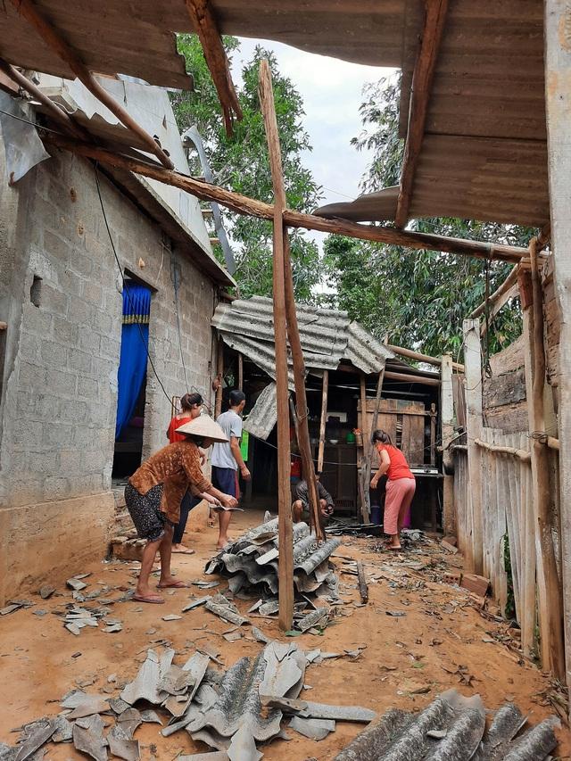 Chính quyền tỉnh Quảng Trị chung tay cùng nhân dân khắc phục hậu quả bão số 5 - Ảnh 1.
