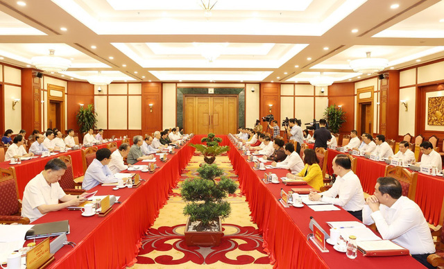 Bộ Chính trị cho ý kiến công tác chuẩn bị Đại hội Đảng bộ TP Hà Nội - Ảnh 2.
