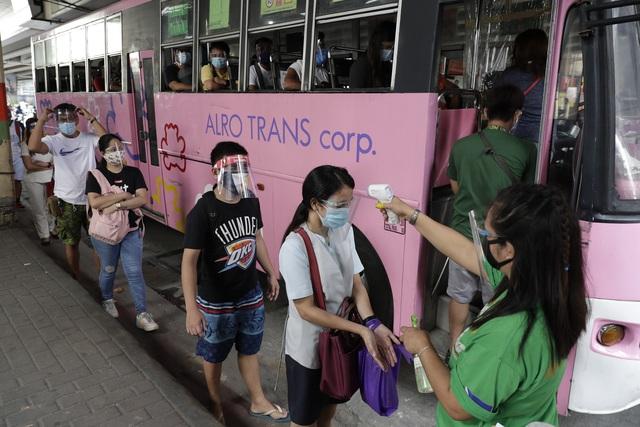 Philippines mở cửa trở lại một phần thủ đô Manila - Ảnh 1.