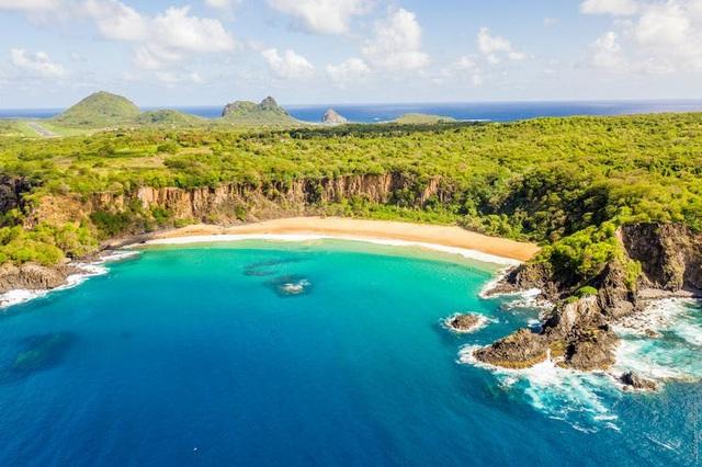 Lạ lùng, quần đảo chỉ đón du khách đã từng nhiễm COVID-19 - ảnh 2