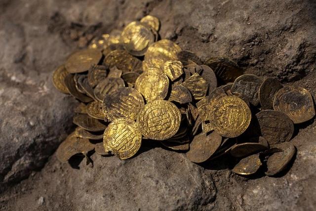 Nhóm bạn trẻ phát hiện hàng trăm đồng vàng nghìn năm tuổi - ảnh 3