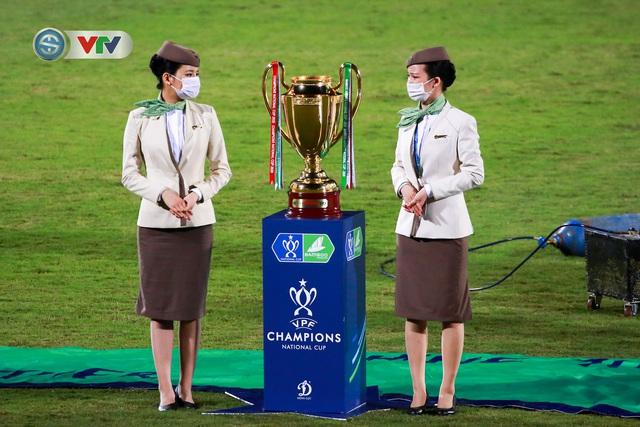 Khoảnh khắc CLB Hà Nội đăng quang chức vô địch Cúp Quốc gia 2020 - Ảnh 2.