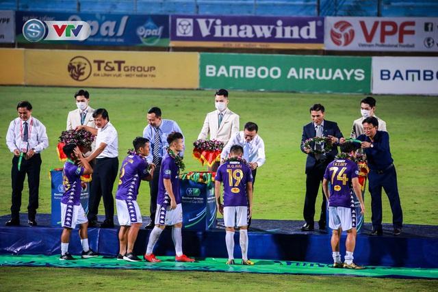 Khoảnh khắc CLB Hà Nội đăng quang chức vô địch Cúp Quốc gia 2020 - Ảnh 1.