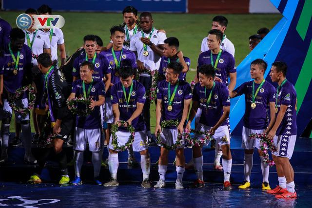 Khoảnh khắc CLB Hà Nội đăng quang chức vô địch Cúp Quốc gia 2020 - Ảnh 5.