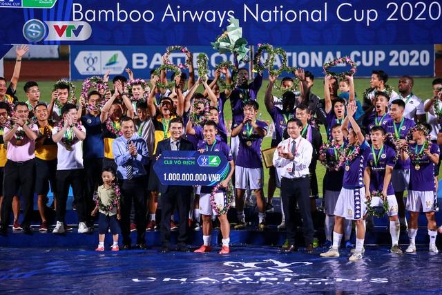 Khoảnh khắc CLB Hà Nội đăng quang chức vô địch Cúp Quốc gia 2020 - Ảnh 7.