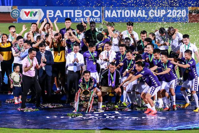 Khoảnh khắc CLB Hà Nội đăng quang chức vô địch Cúp Quốc gia 2020 - Ảnh 9.