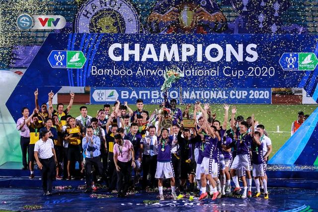 Khoảnh khắc CLB Hà Nội đăng quang chức vô địch Cúp Quốc gia 2020 - Ảnh 10.