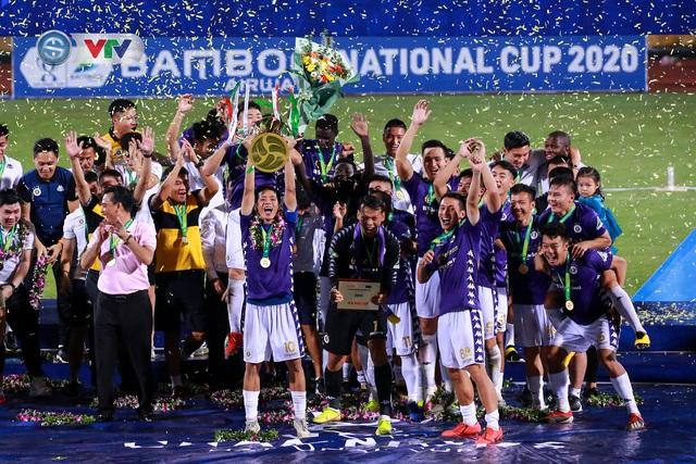 Khoảnh khắc CLB Hà Nội đăng quang chức vô địch Cúp Quốc gia 2020 - Ảnh 11.