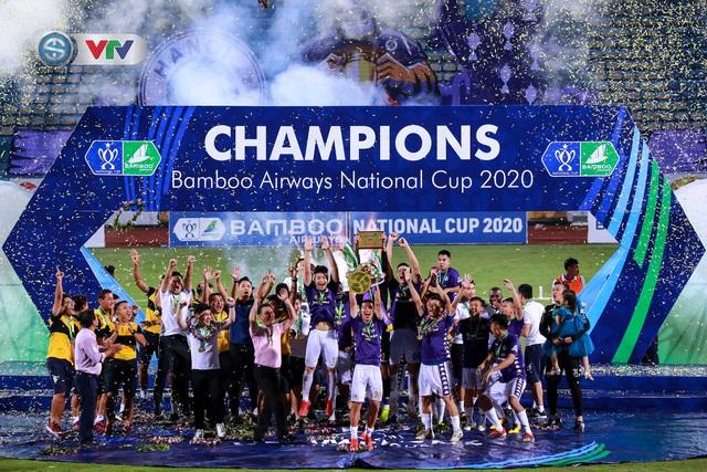 Khoảnh khắc CLB Hà Nội đăng quang chức vô địch Cúp Quốc gia 2020 - Ảnh 12.