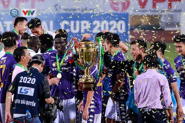 Khoảnh khắc CLB Hà Nội đăng quang chức vô địch Cúp Quốc gia 2020 - Ảnh 13.