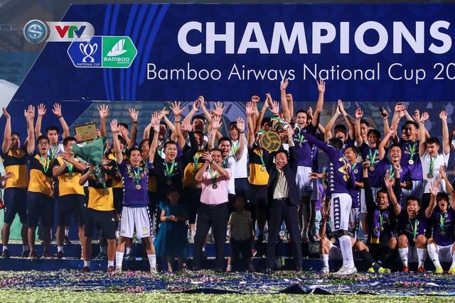 Khoảnh khắc CLB Hà Nội đăng quang chức vô địch Cúp Quốc gia 2020 - Ảnh 14.