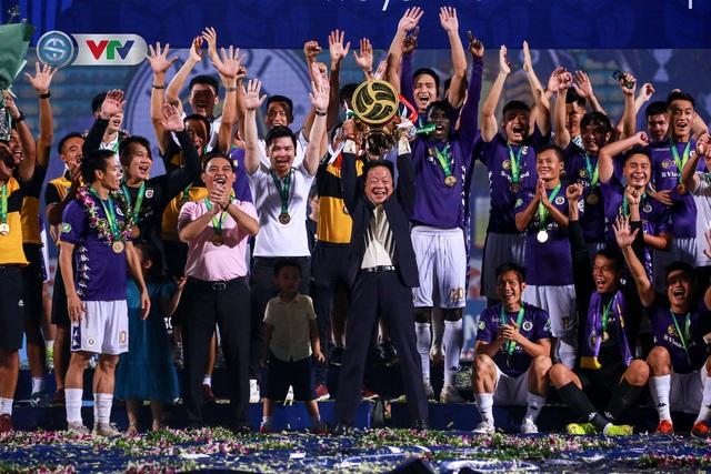 Khoảnh khắc CLB Hà Nội đăng quang chức vô địch Cúp Quốc gia 2020 - Ảnh 15.