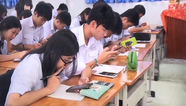 Học sinh được sử dụng điện thoại trong lớp - Thầy cô, phụ huynh nghĩ gì? - Ảnh 1.