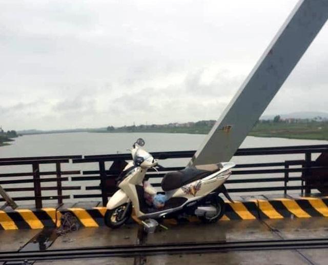 Nhảy xuống sông cứu người, tài xế xe tải và nạn nhân cùng bị đuối nước - Ảnh 1.
