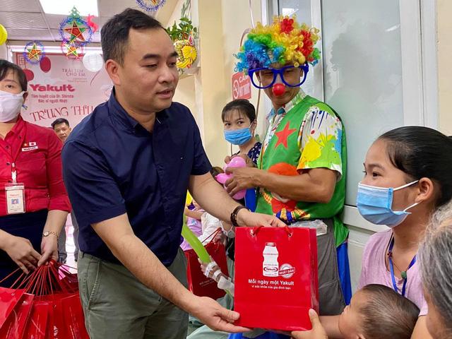 Quỹ Tấm lòng Việt cùng đơn vị thiện nguyện tổ chức Trung thu cho em cho các bệnh nhi tim bẩm sinh - Ảnh 3.