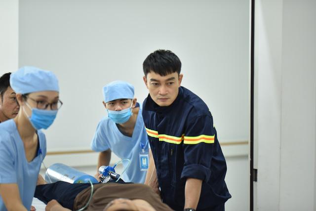 Trương Minh Quốc Thái xa gia đình nửa năm để đóng Lửa ấm - Ảnh 1.