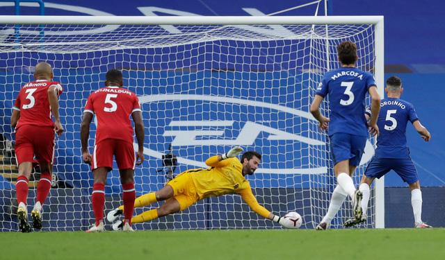 Những thống kê ấn tượng tại vòng 2 Ngoại hạng Anh: Thiago lập kỷ lục chuyền bóng! - Ảnh 1.