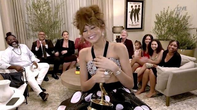 Emmy 2020: Bạn gái Người Nhện Zendaya làm nên lịch sử - ảnh 1
