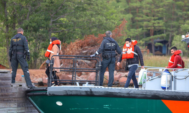 Phà chở 300 người bị mắc cạn trên biển Baltic - ảnh 1