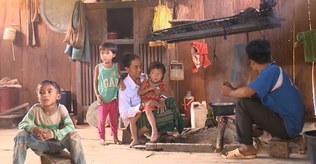 Dịch chuyển và đào tạo nghề để người dân vùng khó khăn thoát nghèo - Ảnh 1.