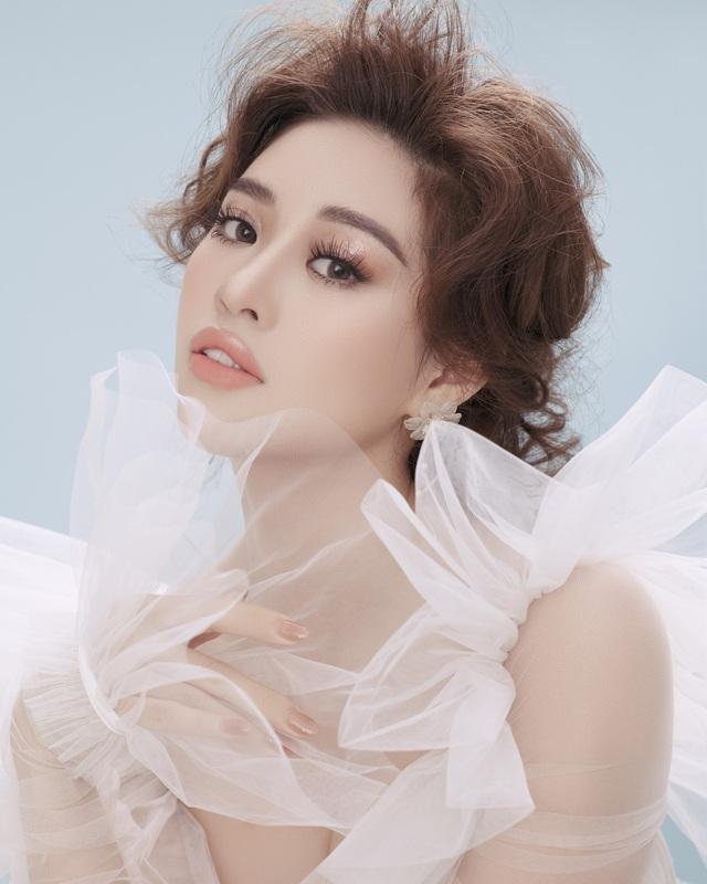 """Hoa hậu Khánh Vân biến hóa hình ảnh """"công chúa – nữ hoàng"""" - Ảnh 2."""