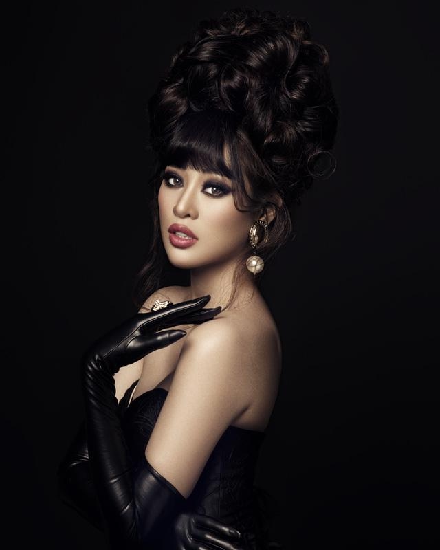 """Hoa hậu Khánh Vân biến hóa hình ảnh """"công chúa – nữ hoàng"""" - Ảnh 7."""