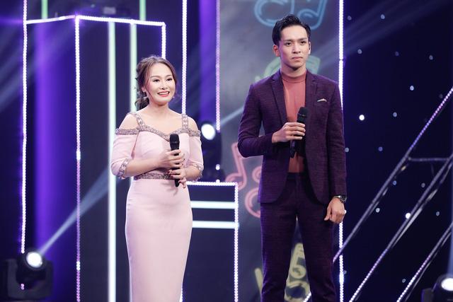 2 lần phẫu thuật dây thanh quản, vợ cũ MC Thành Trung bất ngờ trở lại sân khấu với con gái - Ảnh 1.