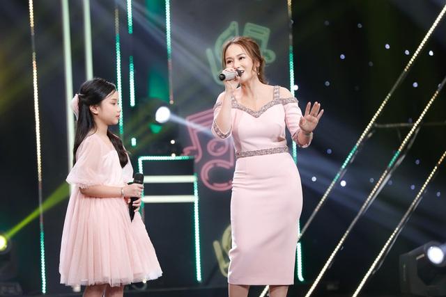 2 lần phẫu thuật dây thanh quản, vợ cũ MC Thành Trung bất ngờ trở lại sân khấu với con gái - Ảnh 2.