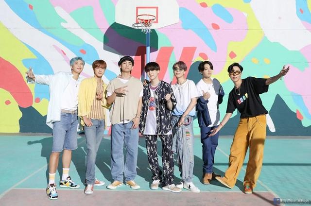 BTS dẫn đầu BXH Billboard mới, BLACKPINK tụt hạng - Ảnh 1.