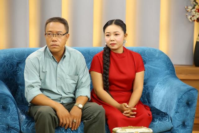 Nghẹn ngào khâm phục người vợ 25 năm chịu đựng những trận đánh đập vô cớ của chồng tâm thần - Ảnh 2.