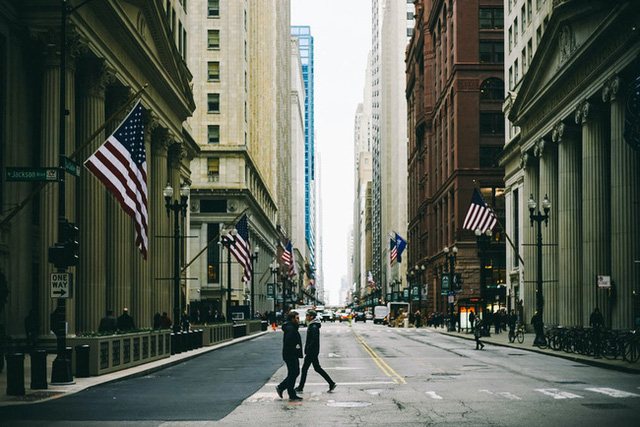 Kinh tế Mỹ sẽ chỉ phục hồi khi người dân cảm thấy an toàn về dịch COVID-19 - Ảnh 1.