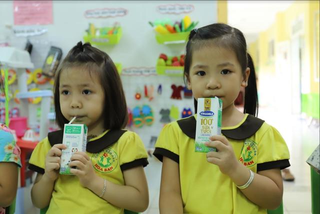 Sữa học đường giảm bớt gánh lo cho phụ huynh giữa mùa COVID-19 - Ảnh 2.